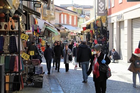 İzmirin Tarihi Kemeraltı Çarşısında koronavirüs önlemleri