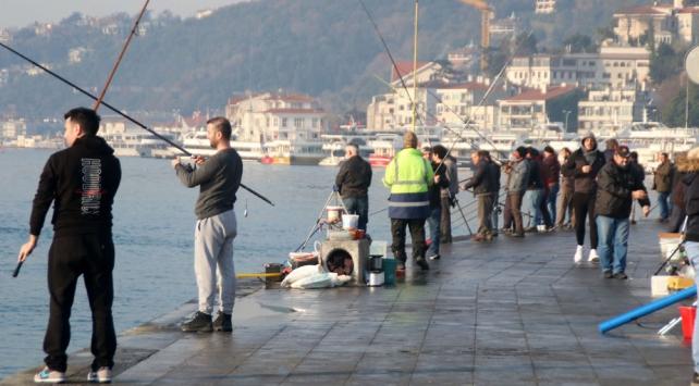 İstanbulda tüm uyarılara rağmen sahillere akın sürüyor