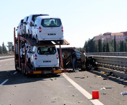 TIRın çarptığı aracın sürücüsü öldü, kız kardeşi yaralandı