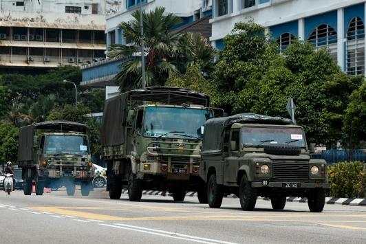 Malezyada asker koronavirüs tedbirleri kapsamında sokağa indi