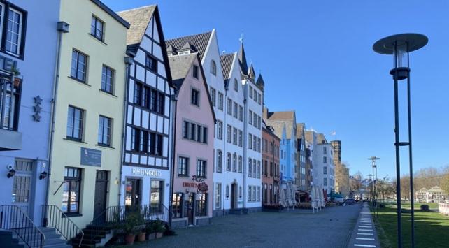 Almanyada ikiden fazla kişinin bir araya gelmesi yasaklandı