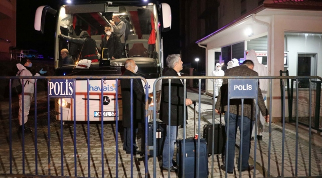 Yurt dışından gelen yolcular Boludaki öğrenci yurduna yerleştirildi