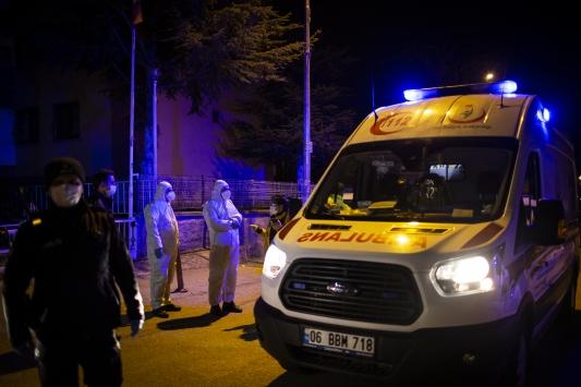 Başkentte karantinadan kaçan hastaya özel ekiple müdahale