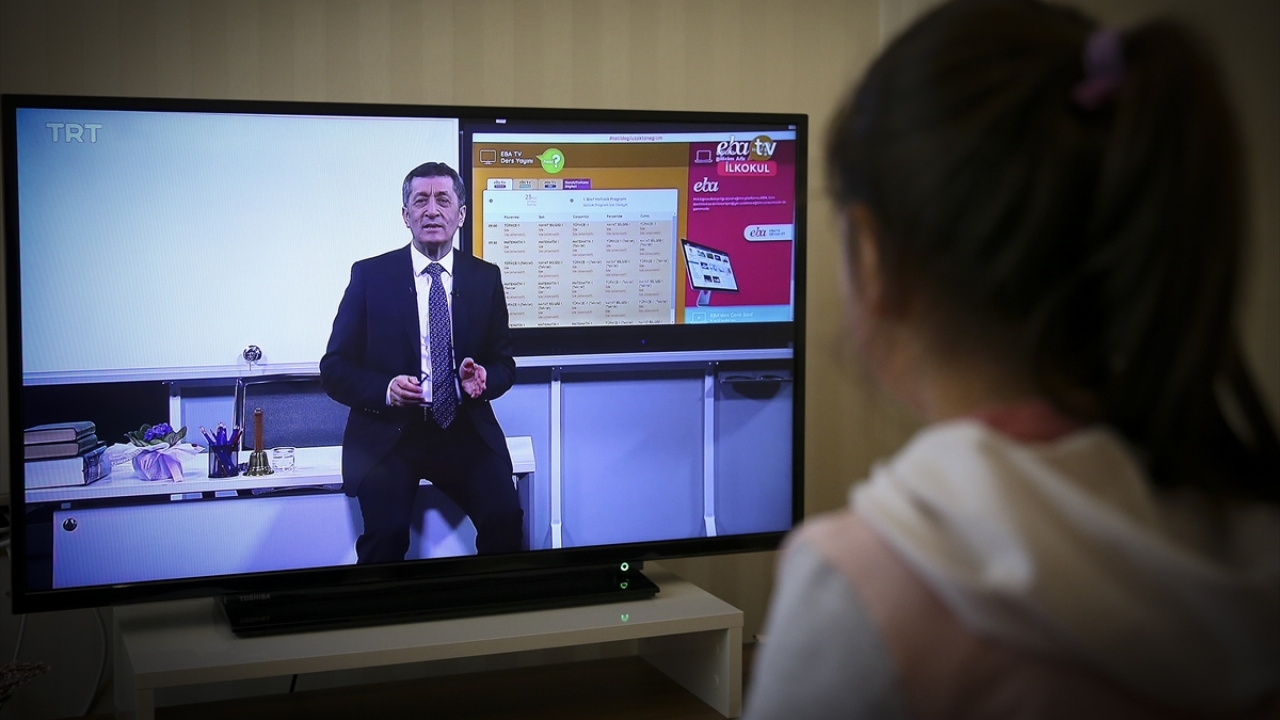 TRT-EBA TV ile uzaktan eğitim dersleri başladı