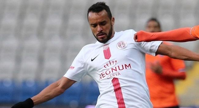 Antalyasporlu Charles Brezilyada kaldı