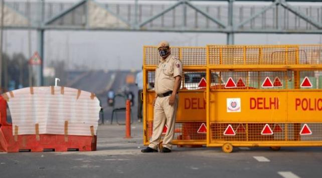 Hindistanda sokağa çıkma yasağı ilan edildi
