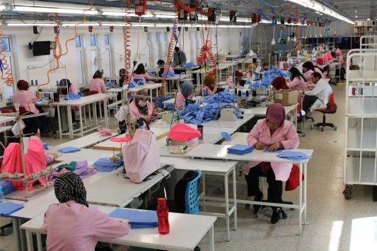 Üretimi durduran tekstil fabrikası maske üretimine başladı
