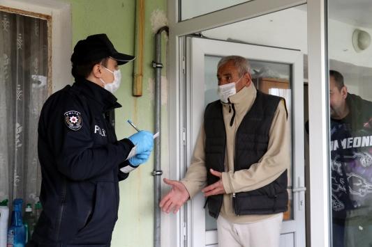 """Kırklarelinde yaşlı ve hastalara polis ekiplerinden """"teşekkürlü hizmet"""""""