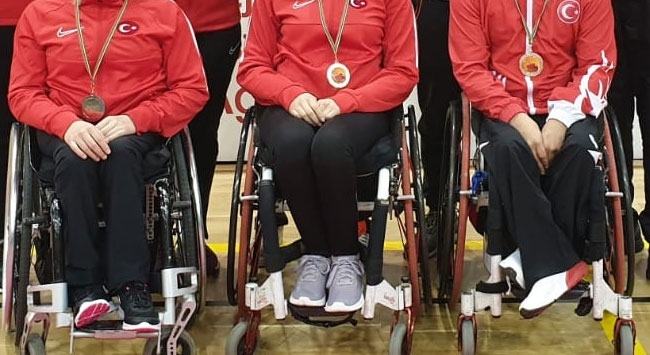 """Bedensel engelli sporculardan """"evde kal"""" çağrısı"""