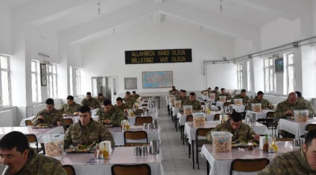 Askeri birliklerde koronavirüs tedbirleri devam ediyor
