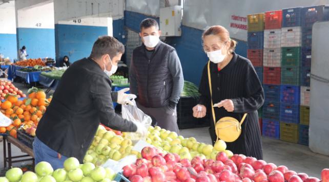 Gümüşhanedeki semt pazarında koronavirüs önlemi