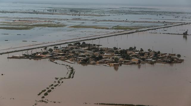İranda sel felaketi: 12 kişi öldü, binlerce kişi mahsur kaldı