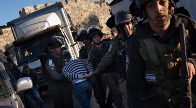 İsrail polisinden dezenfeksiyon yapan Filistinlilere gözaltı