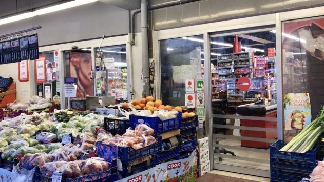 Marketler kapılarını saat 09.00da açmaya başladı