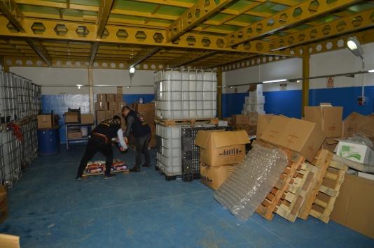 Adanada sahte temizlik maddesi ve kişisel bakım ürünü operasyonu