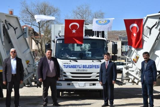 Tufanbeyli Belediyesine 3 çöp kamyonu hibe edildi