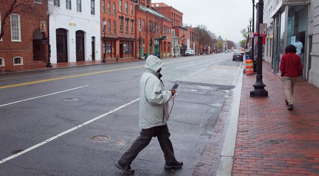 Washingtonda koronavirüs nedeniyle iş yerleri kapatılıyor