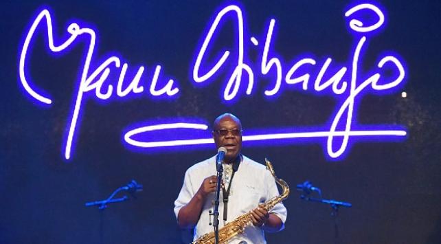 Kamerunlu müzisyen Dibango, koronavirüsten hayatını kaybetti