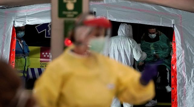 İspanyada son 24 saatte 514 kişi koronavirüsten öldü