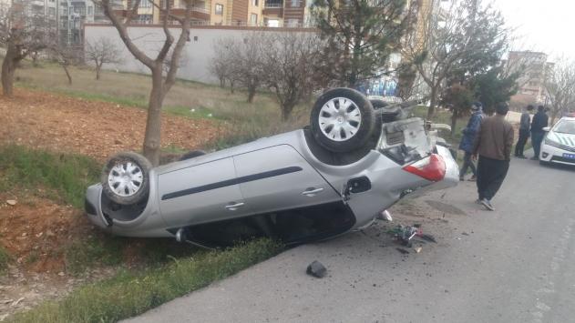 Şanlıurfada minibüs ile otomobil çarpıştı: 2 yaralı