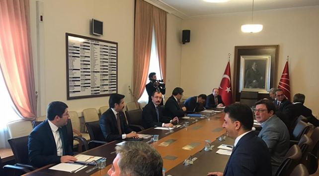 AK Parti, 3 parti ile infaz düzenlemesini görüştü