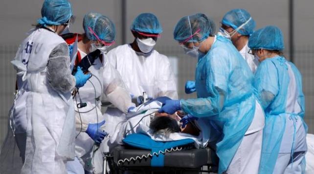 Fransada meslektaşları ölen doktorlar isyanda