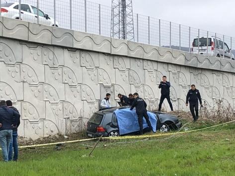 Zonguldakta tarlaya devrilen otomobilin sürücüsü öldü