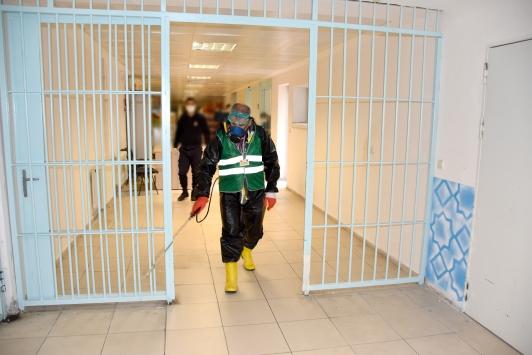 Kayseride cezaevi koronavirüs tedbirleri kapsamında dezenfekte edildi
