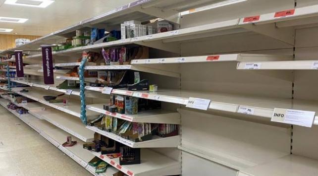 İngilterede halk erzak sıkıntısı yaşıyor
