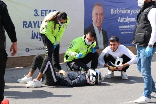 Antalyada iki kişinin yaralandığı trafik kazası güvenlik kamerasında