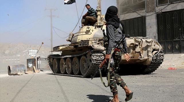 Yemenin Aden kentindeki Merkez Bankası çevresinde çatışma
