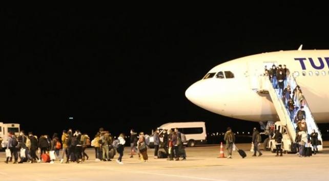 Türk öğrenciler yurda dönüş yolunda