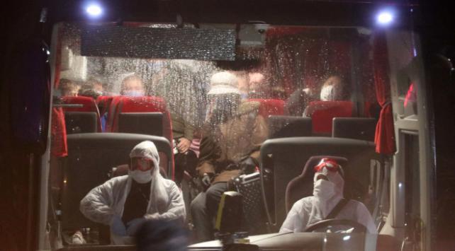 İsveçten gelen Türkler öğrenci yurduna yerleştirildi