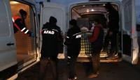 AFAD sınır kapısındaki tır şoförlerine kumanya dağıttı