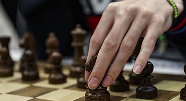 Uluslararası Satranç Federasyonu, organizasyonlarını 2021e erteledi