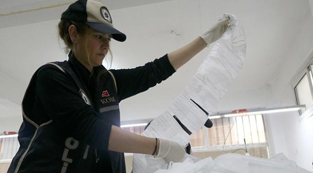 İzmirde standartlara uymayan bin 500 maske ele geçirildi