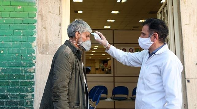 İranda son 24 saatte 143 kişi koronavirüsten öldü