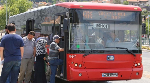İzmirde toplu taşıma kullanımı yüzde 79 azaldı