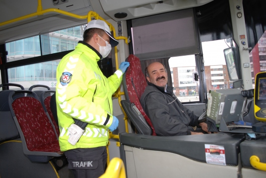 İstanbul polisinden toplu taşımada koronavirüs denetimi