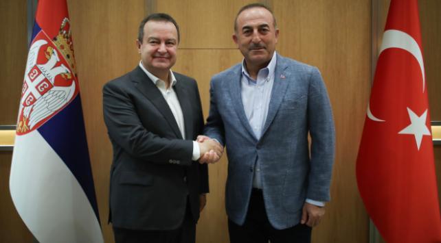Bakan Çavuşoğlu Sırbistanlı mevkidaşıyla görüştü