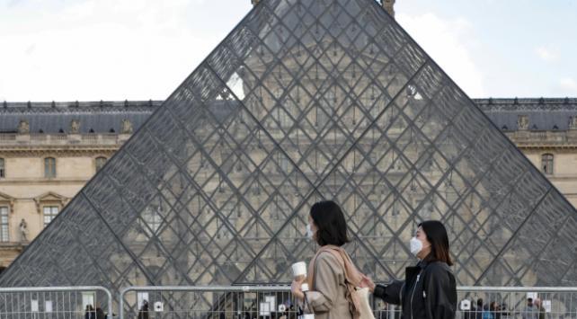 Fransızlar, hükümetin salgının üstesinden gelemeyeceğini düşünüyor