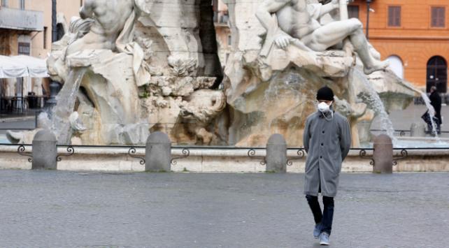 İtalyada son 24 saatte 683 kişi öldü
