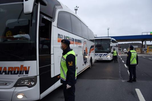 İstanbulda jandarmadan yolcu otobüslerinde koronavirüs denetimi