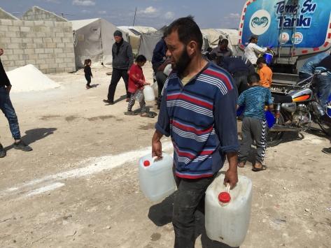 Afrindeki Suriyelilere haftalık 100 ton su yardımı