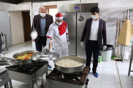 """Tufanbeylide Vefa Sosyal Destek Grubu ekiplerinin """"iç ısıtan"""" çalışması"""