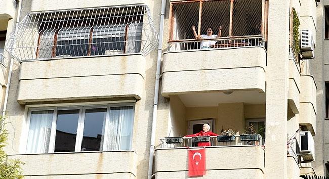 Eğitmenler sokakta, vatandaşlar balkonda sporda yaptı