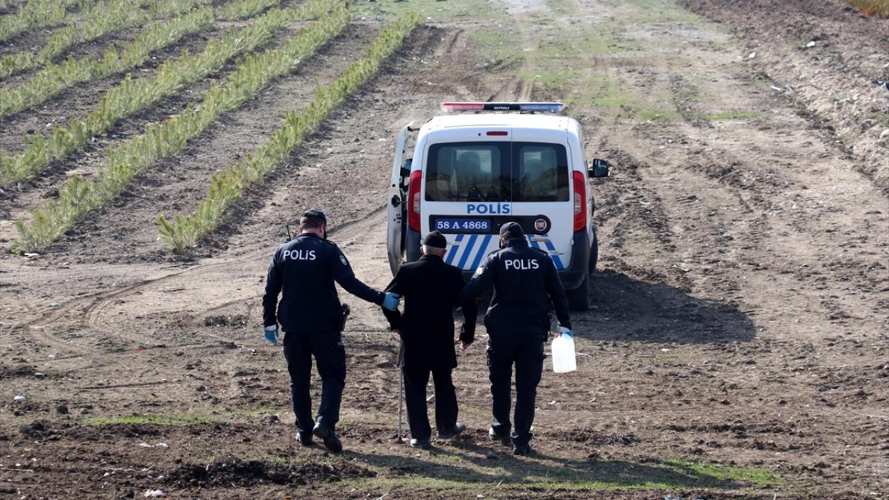 Sivasta yanlışlıkla girdiği fidanlıkta kaybolan 93 yaşındaki adamı polis kurtardı