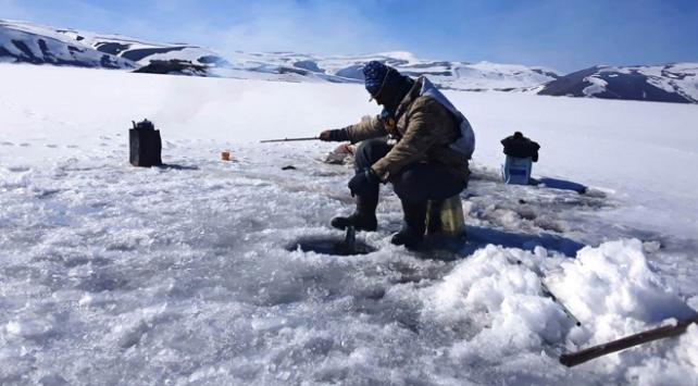 Eskimo usulü balık avı ekmek kapısı oldu