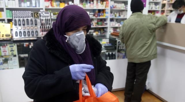 İranda son 24 saatte 157 kişi koronavirüsten öldü
