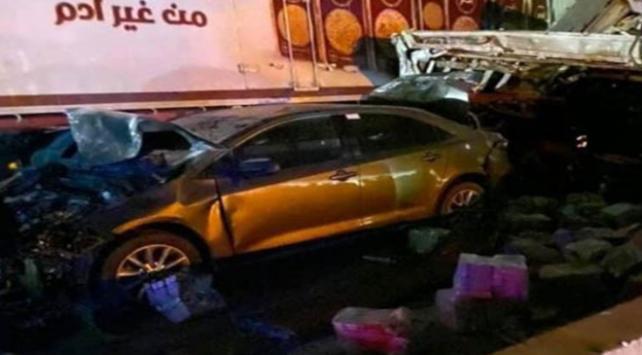 Mısırda kamyon araçlara çarptı: 18 ölü